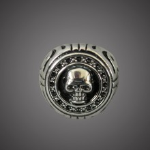 Ring - Round Skull With Blk Gems